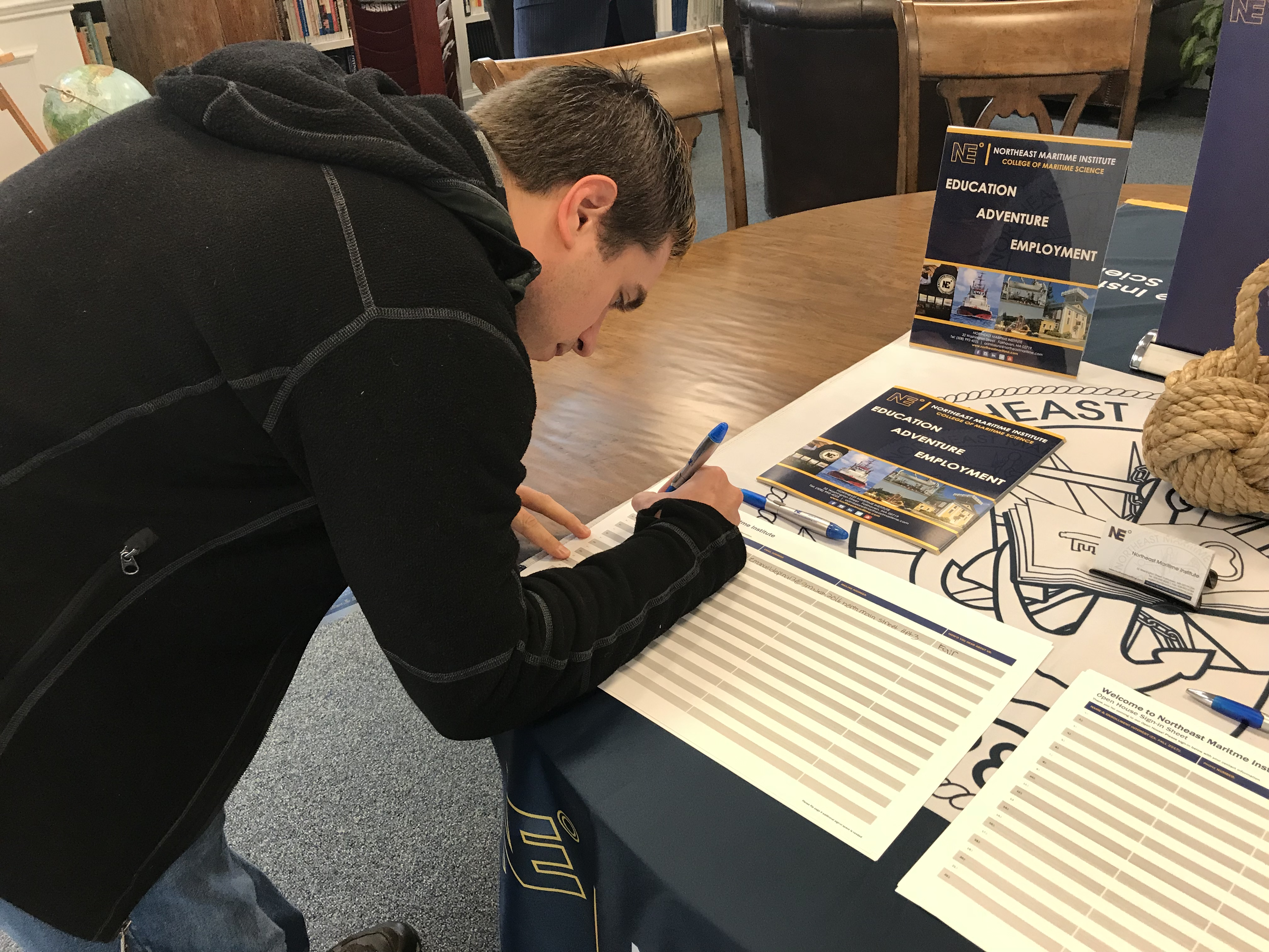 Signing up for the College of Maritime Science!